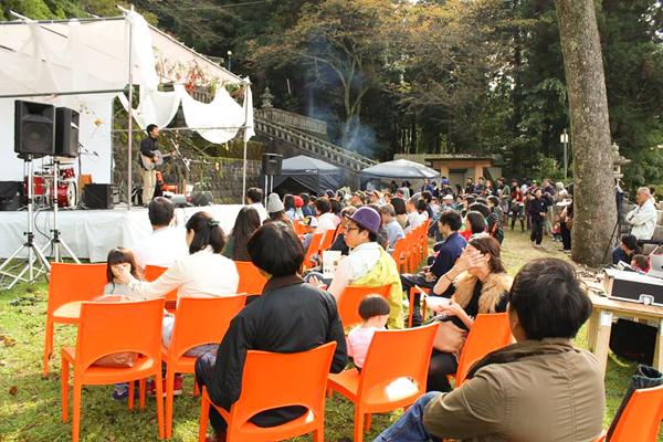 河和田・RENEWと同時開催された、秋の実の音楽祭の様子